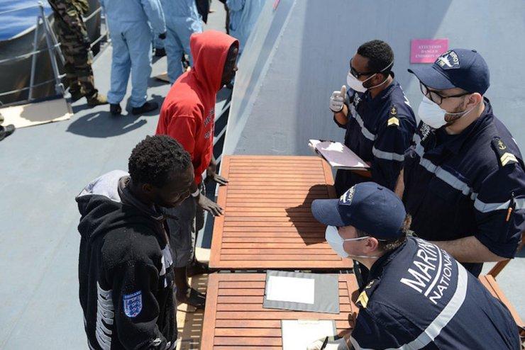 150503-migrants-clndestins-a-bord-commandant-birot